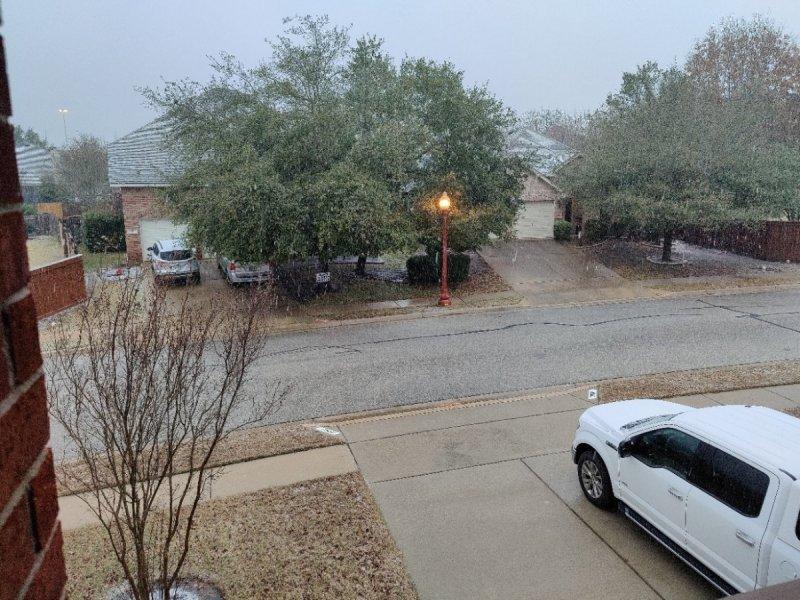 snow3.thumb.jpg.08d8d0916d1ecce2517e1aba7f13f911.jpg